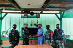 Warga perbatasan RI-PNG serahkan amunisi ke Satgas TNI